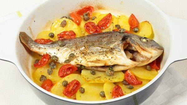 besugo al horno sarten en colchon de papas italia particular la cocina italiana